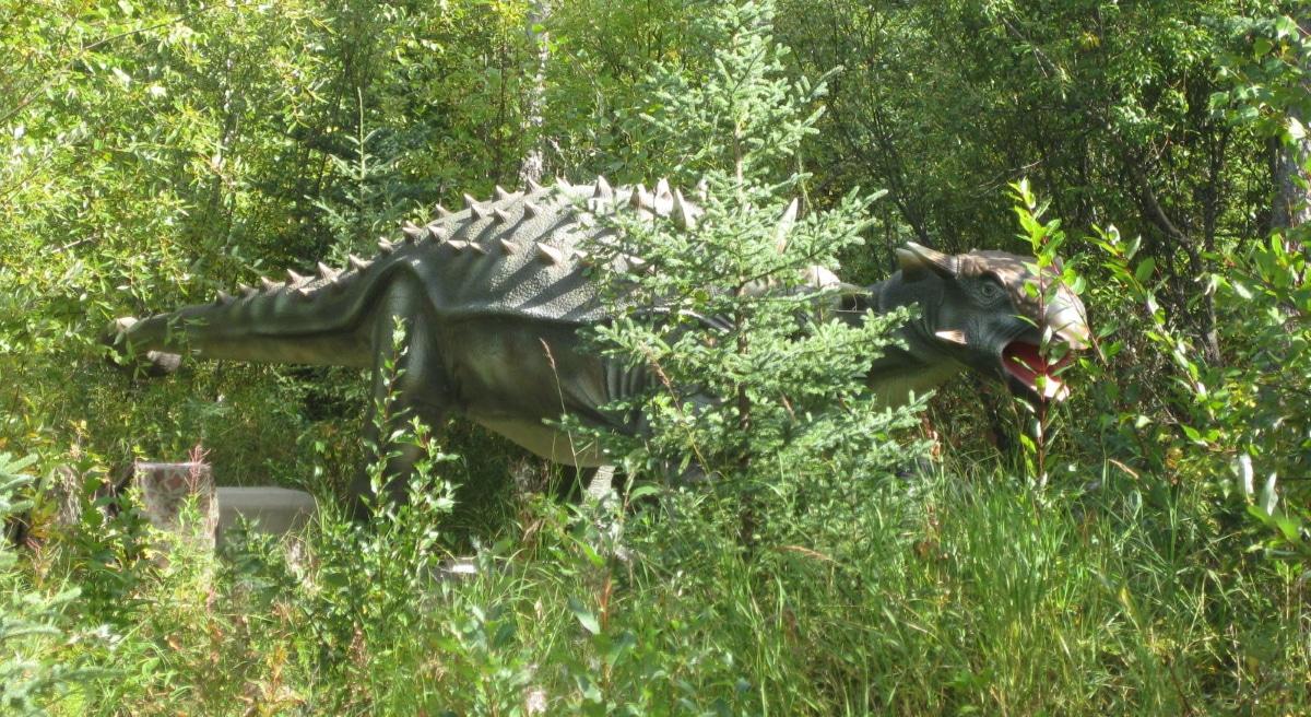 El anquilosaurio fue un dinosaurio que usaba su gran maza en la cola para defenderse
