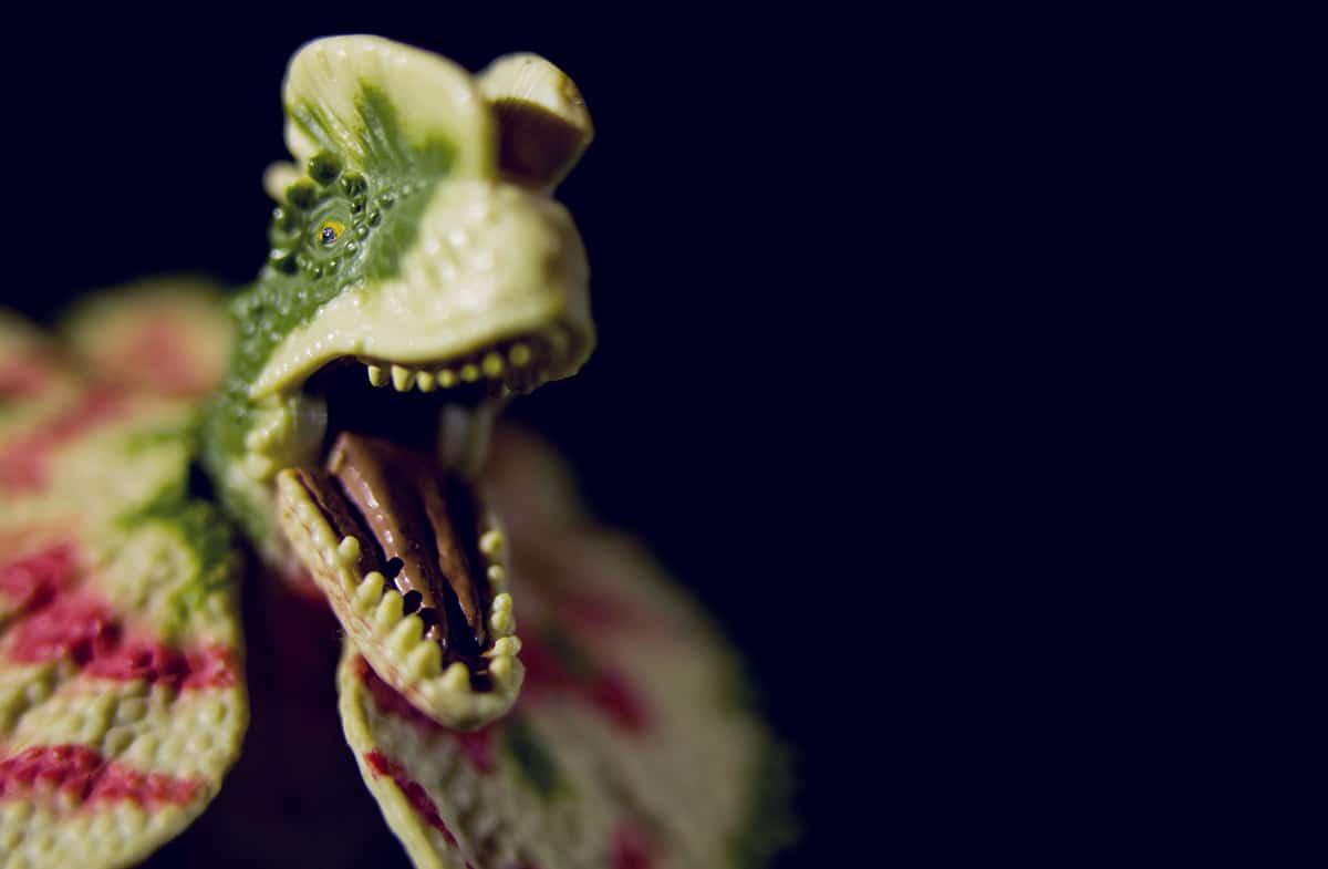 El Dilophosaurus no tenía ninguna membrana ni escupía veneno