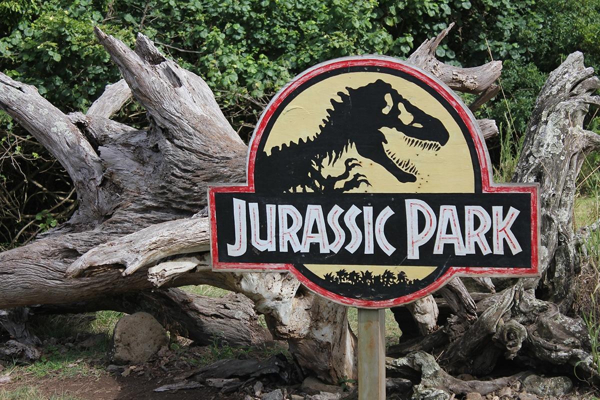"""El Dilophosaurus aparece en la película de """"Parque Jurásico"""""""