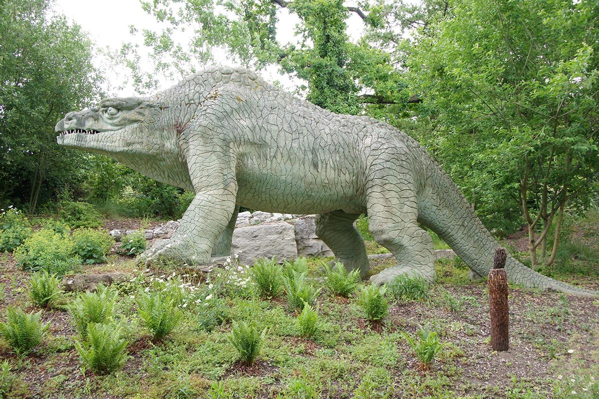 Existen una reconstrucción del Megalosaurus en el Crystal Palace